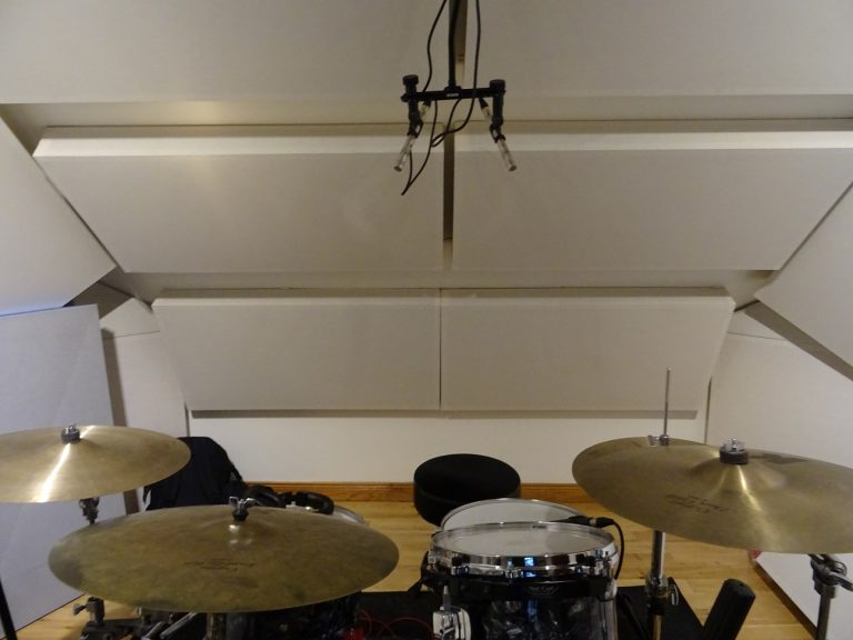 Drum overhead mics in an ORTF based configuration