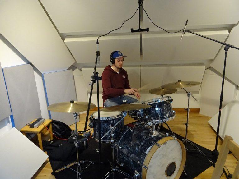 Drum mics spaced pair